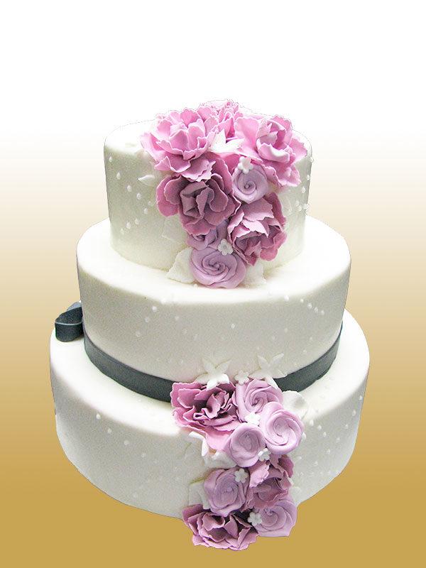 Hochzeitstorte Lavendel Lady Von Cakery Queen Koniglich Lecker